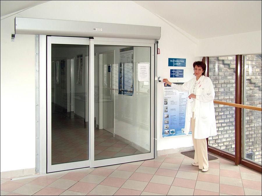 DITEC automata ajtó és kártyás beléptető rendszer a SOTE 2-es számú belklinikán