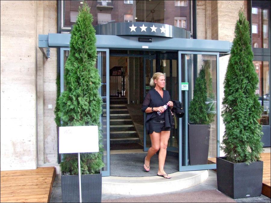 DITEC automata ajtó a Hotel Regency Suites Budapest bejáratán