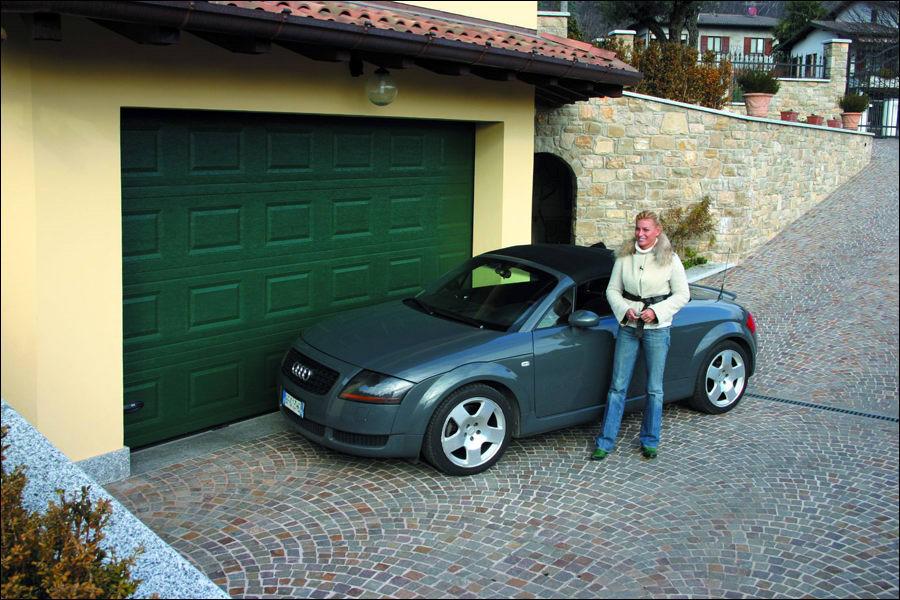 Parkolhat akár közvetlenül a szekcionált garázskapuk előtt is