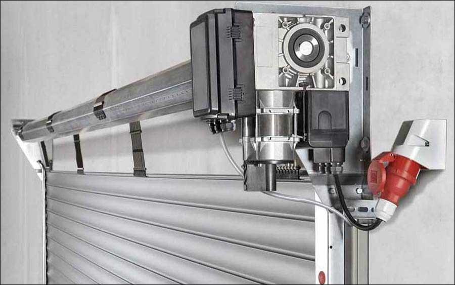 Teckentrup redőnykapu nagy nyitásszámra tervezett ipari motorral