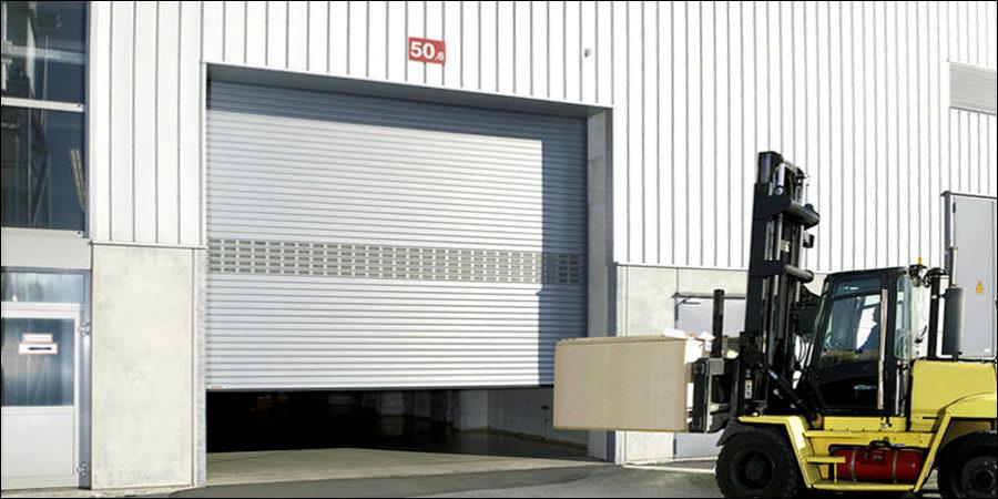 Az ipari redőnykapu segíti a logisztikát